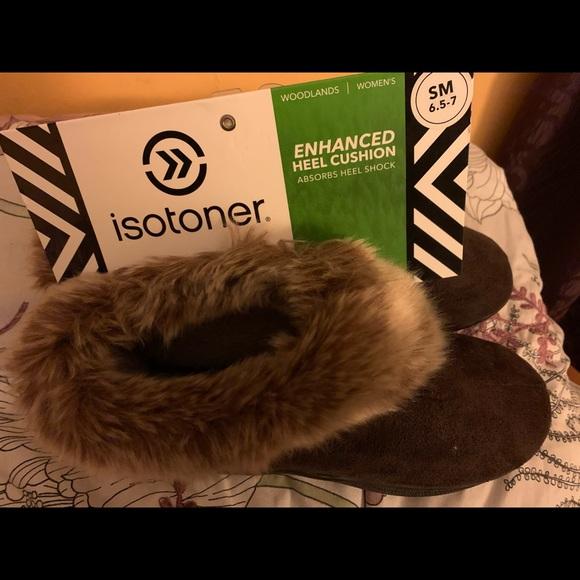 Isotoner cozy Woodlands slipper size 6.5-7 NWT